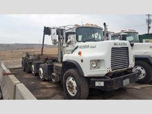 1999 Mack DM690S Rolloff Truck