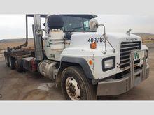 2001 Mack RD688S Rolloff Truck