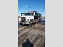 2000 Mack RD688S Rolloff Truck
