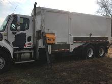 2006 Freightliner M2 Side Load