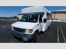 2003 Ford E450 24 Passenger Bus
