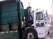 2000 Volvo WXLL64 Recycling Tru