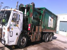 2002 Mack MR688S Recycling Truc