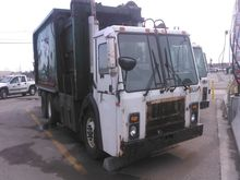 2002 Mack LE613 Recycling Truck