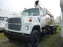 1989 Ford LT8000 Boom Truck