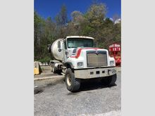 2005 International 5500i Mixer