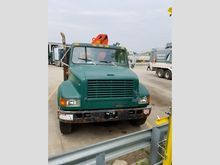 2000 International 4900 Boom Tr