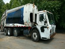 2004 mack le613 Rear Load Garba