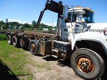 2000 mack dm688s Rolloff Truck