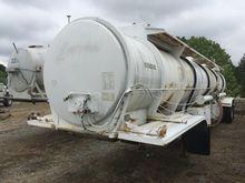 1983 fruehauf 4500 gallon Tank
