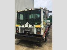 2005 mack mr688s Rolloff Truck