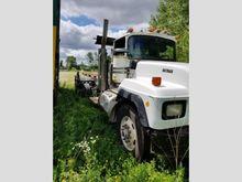 1999 mack rd688s Rolloff Truck