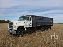 1994 Ford L8000 T/A Grain Truck