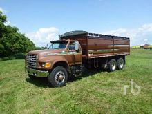 1995 Ford F900 T/A Grain Truck