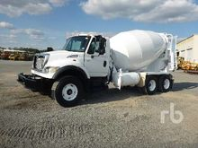 2003 International 7600 T/A Mix