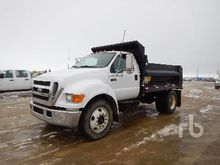 1993 Ford F700 Dump Truck (S/A)