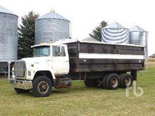 Ford L8000 T/A Grain Truck