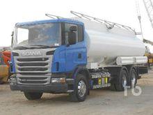 1997 International 4900 T/A Tan