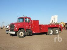 1995 Ford L8000 T/A w/National