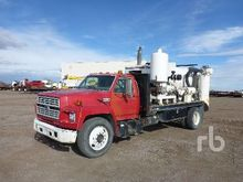 1994 Ford F700 S/A Vacuum Truck