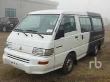 2013 Mitsubishi L300 12 Passeng