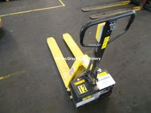 Yale electrical pallet lift