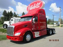2012 Peterbilt 587 Mid Roof