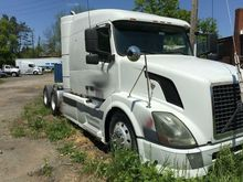 2005 Volvo VNL64T630 Sleeper(No