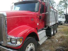 2000 International 9900I Tri-Ax