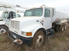 2001 International F4900 - Wate