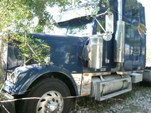 2003 Freightliner FLD 132 Class