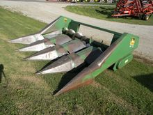 Used JD 443 CORN HEA