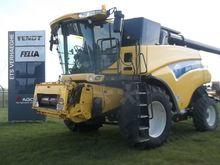 2005 New Holland CR980 Combine