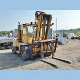 Towmotor V225 Forklift