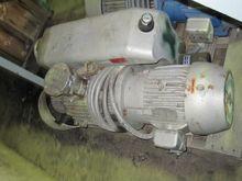 Used 117 CFM 7.5 BUS