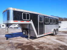 2004 Featherlite 7' Wide 3 Hors