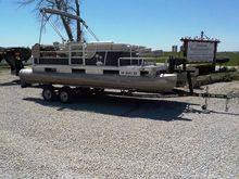 1983 Harris 20' Pontoon Boat &