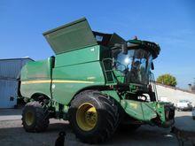 John Deere S680 Combine harvest