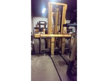 TOWMOTOR B20-25 Fork Lift