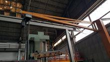 DEMAG column crane