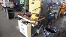 Notching machine with variable