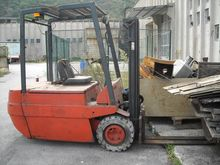 Used Lift truck in F