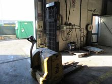 Lift truck and weighing machine