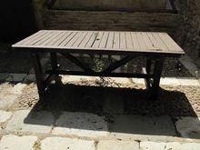 Stock di tavoli in legno per es