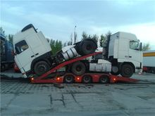 Volvo FH12 Straddle tractor 198