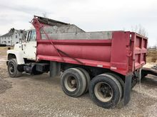 Used 1975 FORD 8000