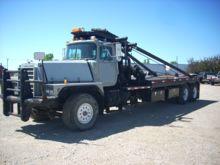 Used 2002 MACK RD888