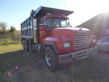 1995 MACK RD690S