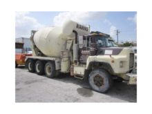 1999 MACK RB690S Concrete mixer