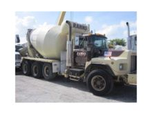 2000 MACK DM Concrete mixers
